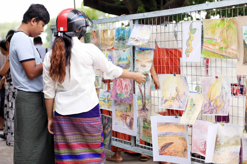 artists sell paintings and photos near mandalay moat to