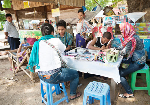 Temporary tattoo painters of Bagan move centre-stage | The