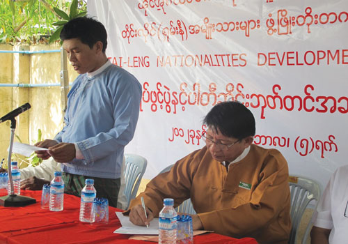 Tai-Leng Nationalities Development Party chairman U Sai Htay Aung (left) makes a speech at the office opening ceremony on September 5.