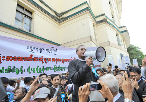 U Ko Ni (centre), seen here at a demonstration in downtown Yangon on October 17, 2012 against the privatisation heritage buildings, was shot and killed at Yangon airport this afternoon. Photo: Staff