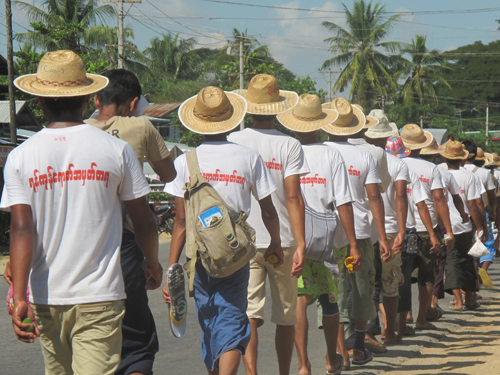 Gold miners march towards Nay Pyi Taw in Yeni village, Yedashe township, northern Bago region Friday, November 23, 2012. (The Myanmar Times / Pyae Thet Phyo)