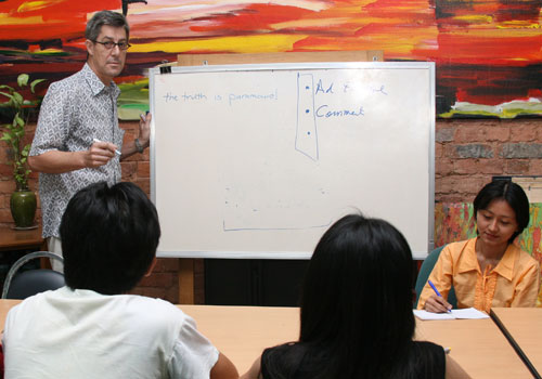 Geoffrey Goddard conducting a journalism workshop at The Myanmar Times in December 2009. (Supplied)
