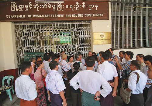 Protesters outside the Department of Human Settlement and Housing Development Office on Bogyoke Aung San Road in downtown Yangon in 2012. (Boothee/The Myanmar Times)