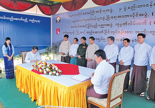 Ministers witness the signing for the Mandalay-Myotha Industrial Park Project January 9, 2012. (Than Naing Soe/The Myanmar Times)
