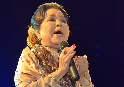Daw Mar Mar Aye performs at People's Square Park in Yangon on January 12.(Boothee/ The Myanmar Times)