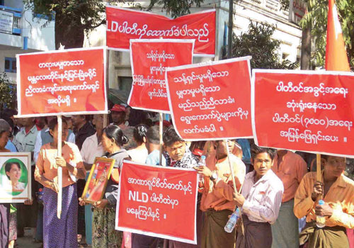 Members of the National League for Democracy protest outside a party office in Myingyan, Mandalay Region, on January 24. About 1000 people took part in the demonstration, which was sparked by allegations of cheating in ward assemblies in the township that were held to select delegates for an upcoming national assembly. Similar protests are planned in Mandalay, where members are also unhappy at how ward assemblies have been conducted. (Phyo Han/The Myanmar Times)
