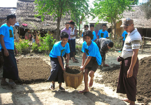 Volunteers assist at a leprosy mission recently. Photo: Supplied/Christian Leprosy Mission