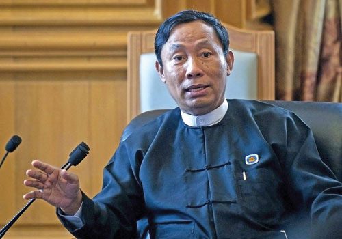 Pyidaungsu Hluttaw Speaker Thura U Shwe Mann talks to members of the media in Nay Pyi Taw on August 16. Photo: AFP