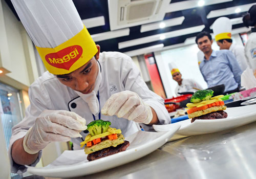 A young chef takes part in the Yangon Culinary Young Chefs' Challenge in Yangon on September 26. (Aung Htay Hlaing/The Myanmar Times)