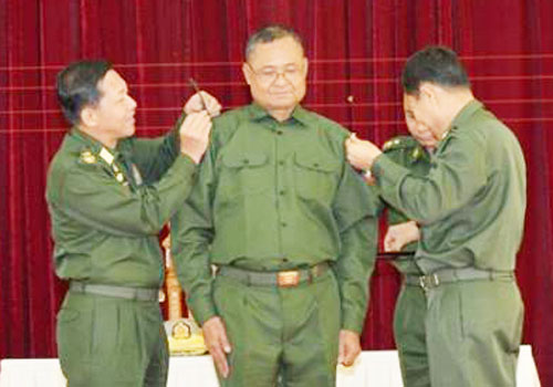 An ethnic Border Guard Force leader receives honorary gazetted officer status from the Tatmadaw on May 5. Photo: Facebook/Senior General Min Aung Hlaing