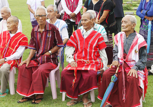 Kayin veterans observe the commemoration of the 70th anniversary of Victory over Japan Day at the Yangon Commonwealth War Cemetery on August 15.Photo: RJ Vogt / The Myanmar Times