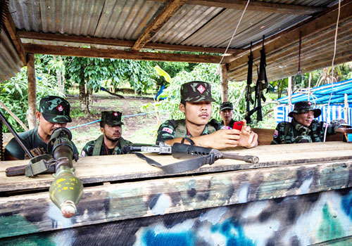 karen-national-union-soldiers-stand-guard-at-a-checkpoint-in-law-khee-lar.jpg