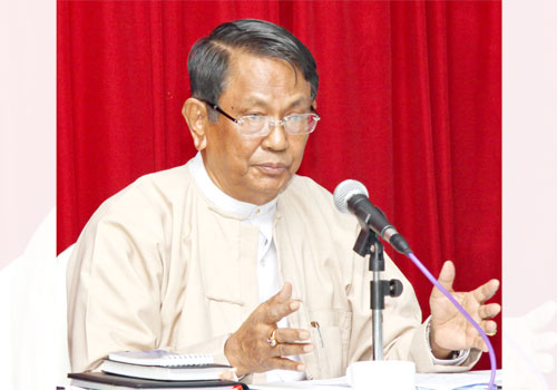 Former USDP lawmaker and Minister of Industry U Aung Thaung speaks at a press conference. (Staff/The Myanmar Times)