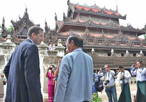 US ambassador to Myanmar Derek Mitchell (left) visits Shwenandaw Monastery in Mandalay in 2013. Photo: Si Thu Lwin / The Myanmar Times