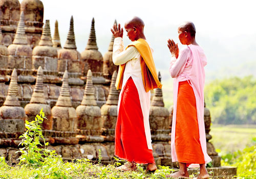 Nuns pray in Mrauk-U, Rakhine State. Photo: Aung Htay Hlaing / The Myanmar Times