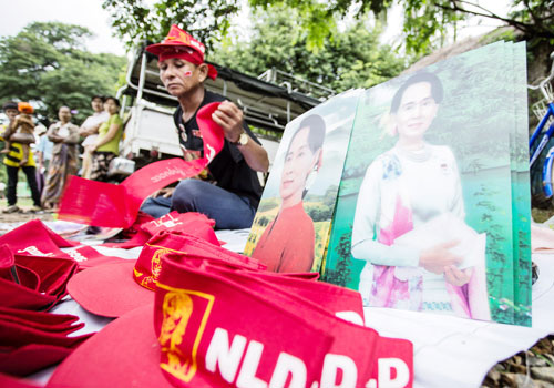 National League for Democracy materials are sold as the party campaigned in Nay Pyi Taw ahead of the November 2015 election. Photo: Zarni Phyo / The Myanmar Times