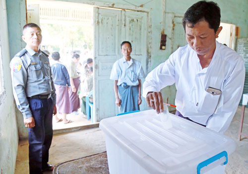 Residents of Pyin Oo Lwin township elect members to the city development committee. Photo: Si Thu Lwin / The Myanmar Times