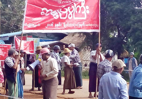 Farmers in Sagaing Region's Htigyaing township stage a protest against the Tagaung Taung nickel mine on November 10. Photo: Supplied