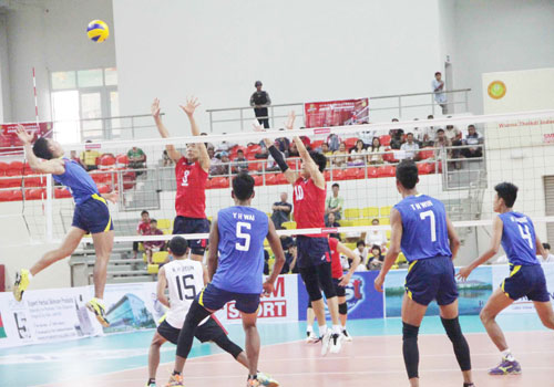 Myanmar (Blue) and South Korea clashing in the quarter final of the Asian U-19 Volleyball Championship in Wunna Theikdi Stadium. Photo - Supplied
