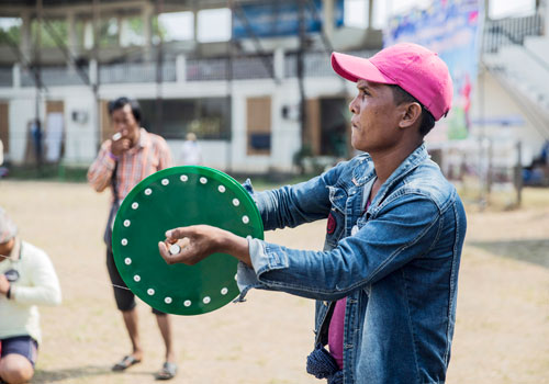 The strings are coated with ground glass – making them dangerously sharp. Zarni Phyo / The Myanmar Times