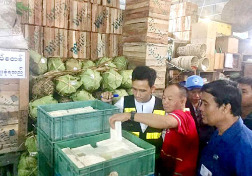 FDA officials conduct a surprise check at Thirimingalar Market on Wednesday night. Photo - Yangon FDA