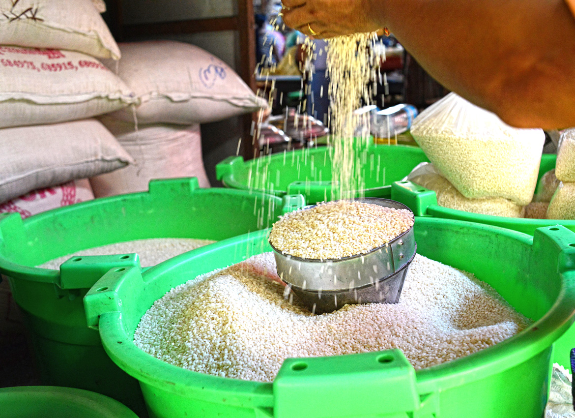 myanmar rice export Myanmar's rice exports dropped from about 04 million t in 1995 to 012 million t in 2010 the country has been importing about 002 million t annually in recent years.