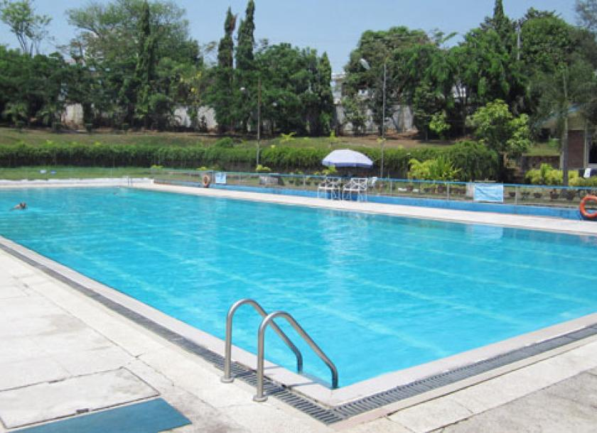 Kokine Swimming Pool In Bahan Township Beckons On A Hot Day April Jessica