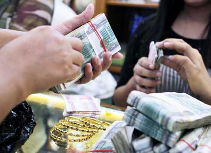 Workers At A Yangon Gold Count Out Piles Of Money The Price Fell