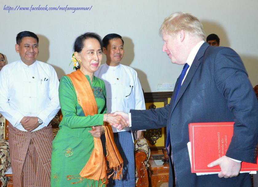 Suu Kyi meets discusses Rakhine's latest situation with Boris Johnson