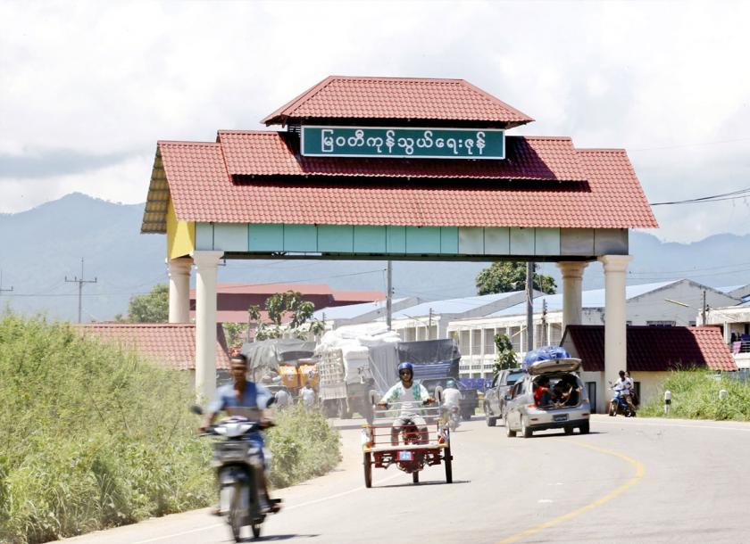 Vehicles pass around the gate of Myawaddy border trade zone near Mae Sot, Thailand. Photo - EPA