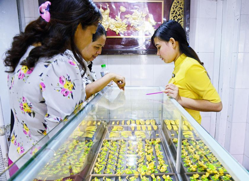 Pers Gold Jewelry From A Local In Yangon Aung Htay Hlaing The