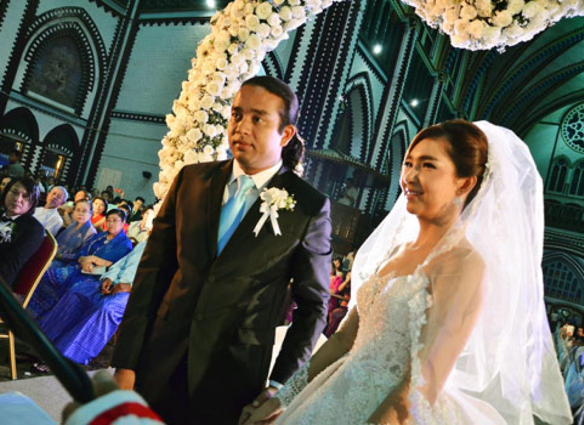Chit Thu Wai And Lynn During Their Wedding Ceremony At St Marys Cathedral